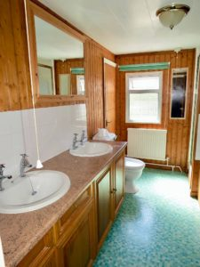 lodge-bathroom-2